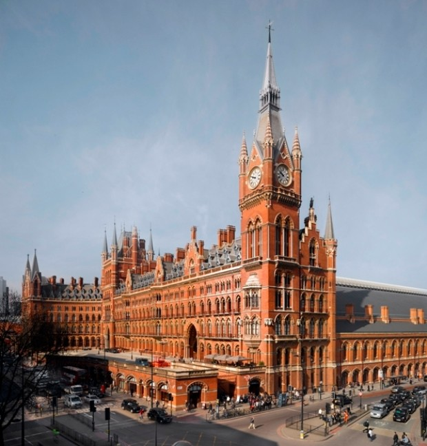 Photograph of the corner of St Pancras station