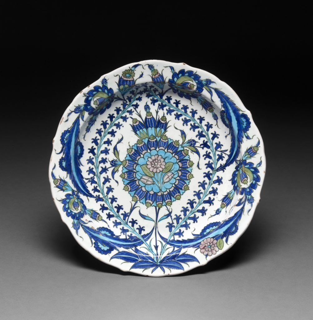 Dish, made of polychrome glazed pottery © The Trustees of the British Museum ©Trustees of the British Museum and Benedict Johnson